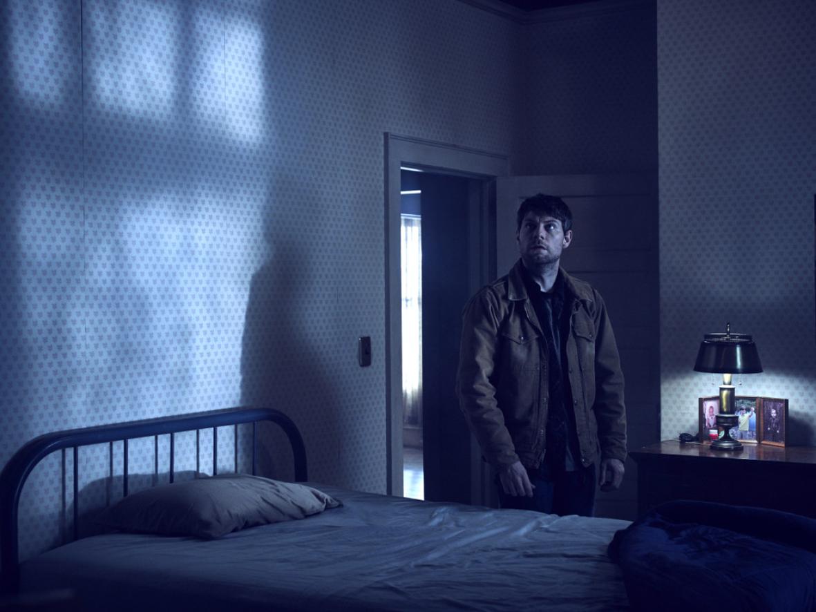 """Recenzja pierwszych czterech odcinków serialu """"Outcast: Opętanie"""" (2016)"""