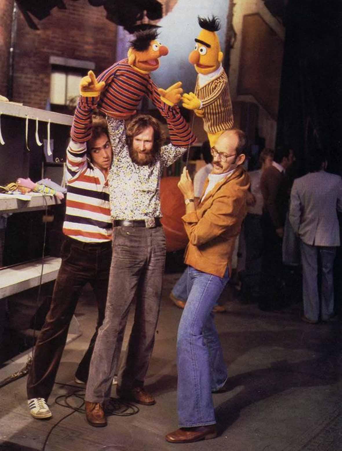 """Recenzja książki """"Jim Henson. Tata Muppetów"""" autorstwa Briana Jay Jonesa"""