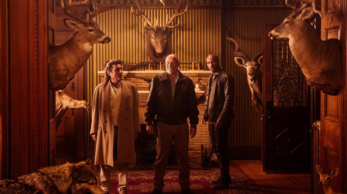 """Recenzja pierwszego odcinka serialu """"Amerykańscy bogowie"""" - """"The Bone Orchard"""", reż. David Slade"""