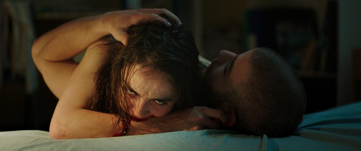 """Recenzja filmu """"Raw"""" (2016), reż. Julia Ducournau"""
